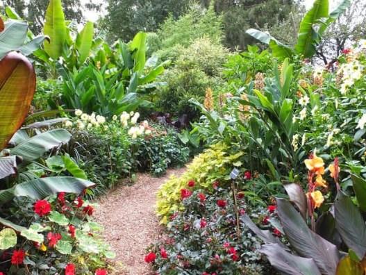 Membuat-Taman-Pada-Halaman-Rumah-Dengan-Menggunakan-Jasa-Taman